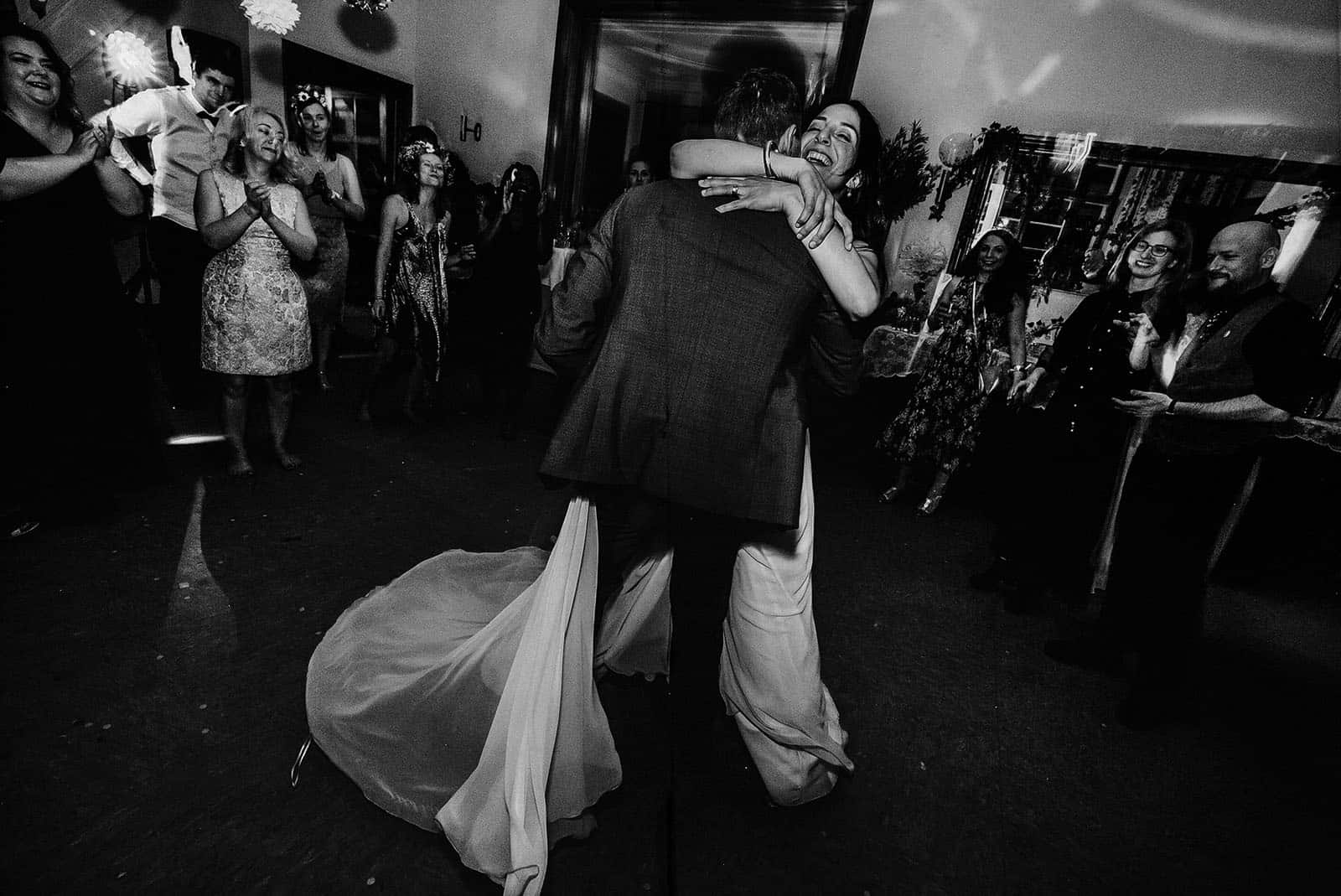 bride and groom in the first dance of their berlin wedding