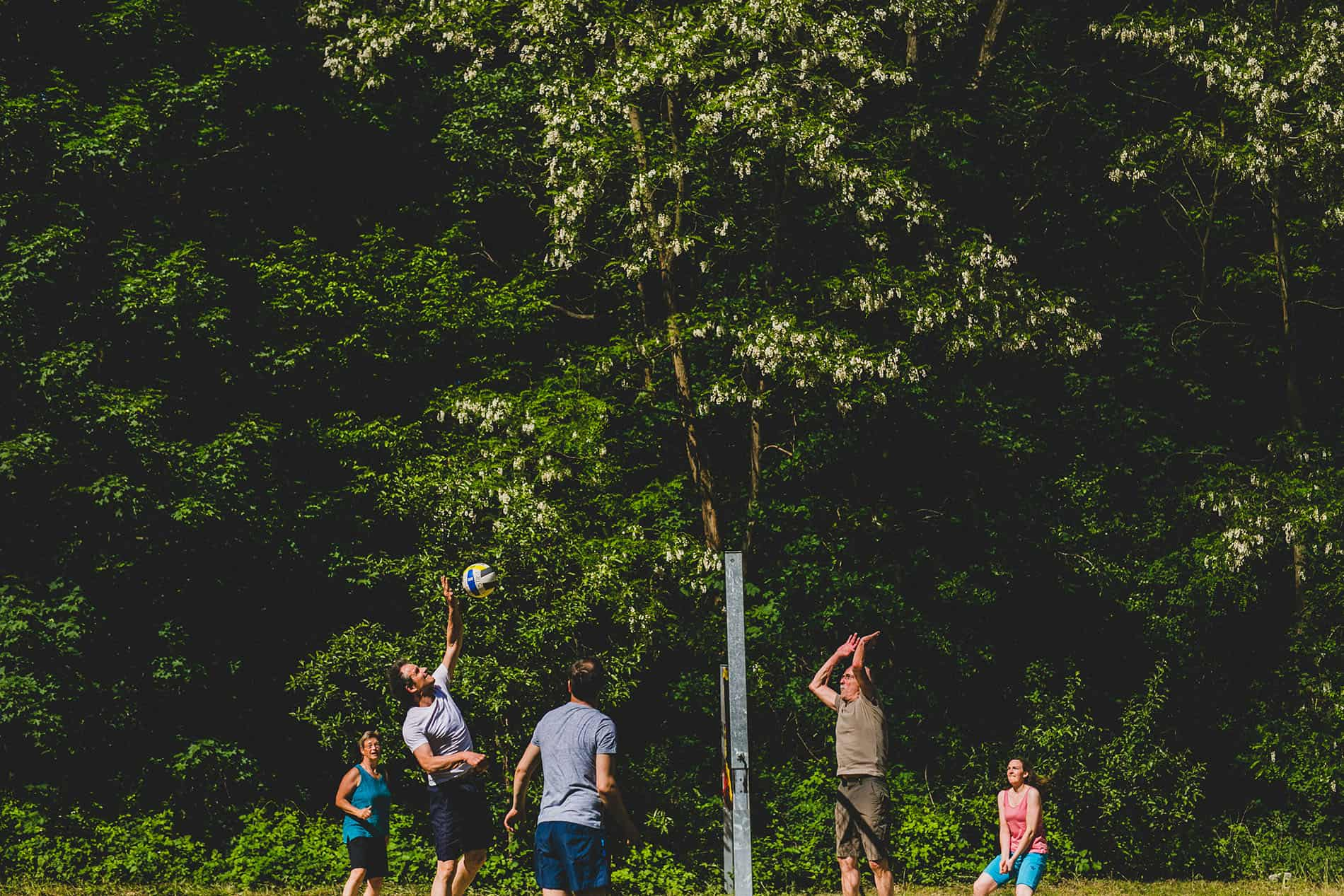 guests playing volleyball in a berlin wedding